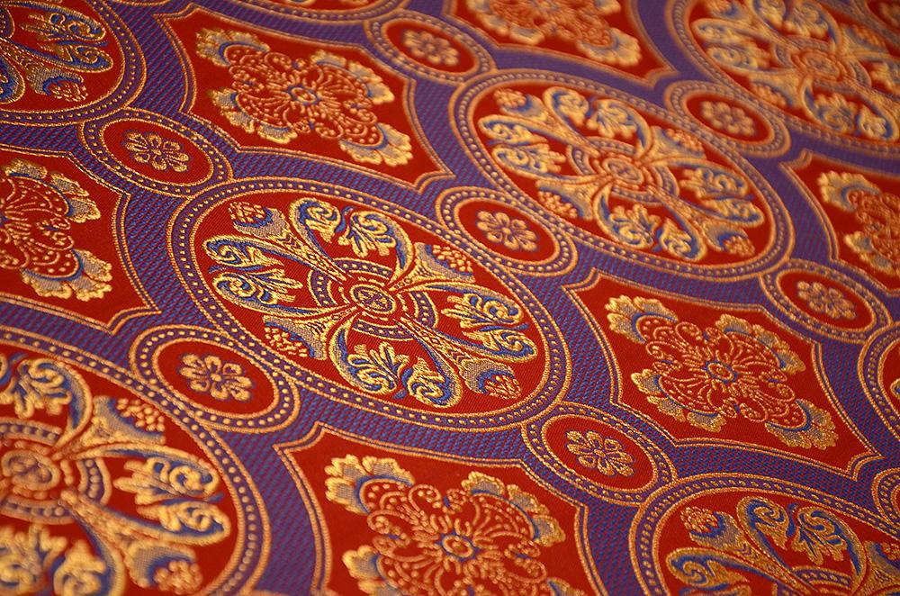 Ткань с орнаментом вышивки 76